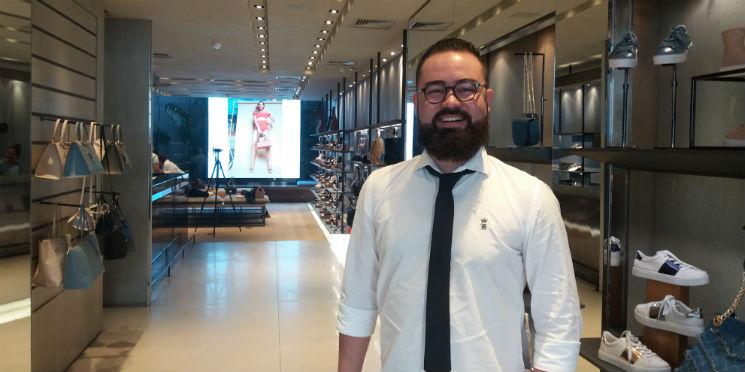 45743105c Quem responde é Cristiano Chaves, responsável pela equipe de atendimento ao  consumidor da Arezzo. Ele conta como é possível melhorar os serviços de ...